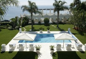 Beachfront property, 7 bedrooms with private pool Puerto Banus
