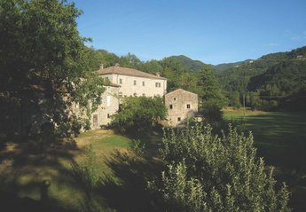 Villa in Italy, Lunigiana: General view of the Mulino from Gordana bridge