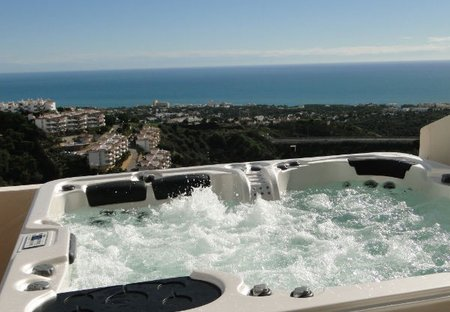 Penthouse Apartment in Sitio de Calahonda, Spain: Private Jacuzzi and View!
