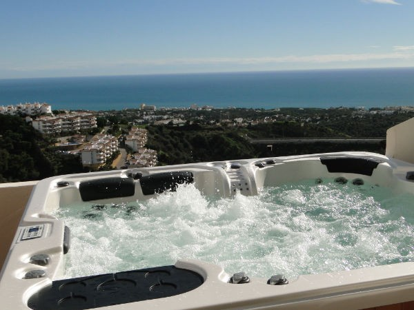 Penthouse apartment in Spain, Calahonda: Private Jacuzzi and View!