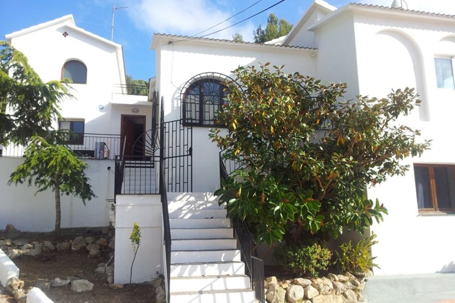 Unique 10 bedroom villa, 10min drive to the centre and beach, AC