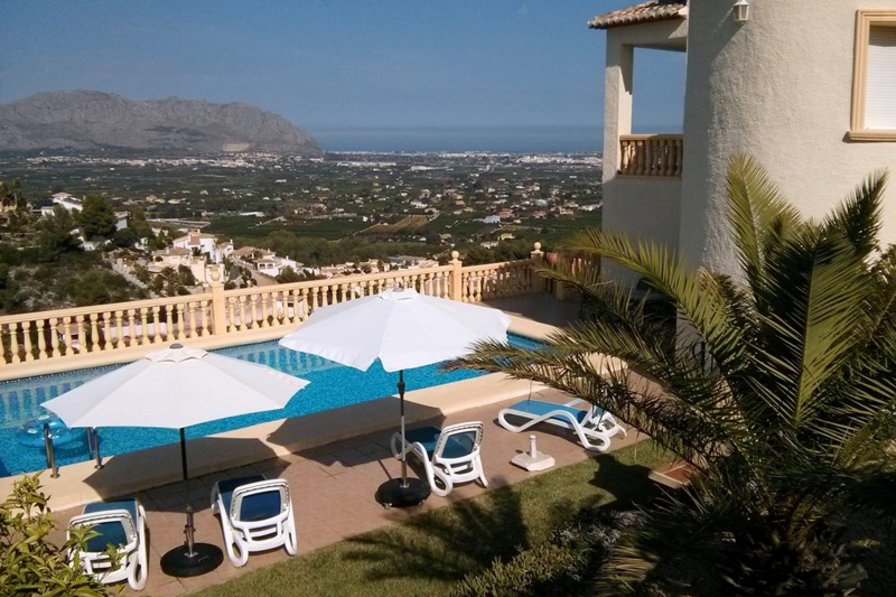 Villa in Spain, Muntanya La Solana I: Villa and pool with view to valley and coast