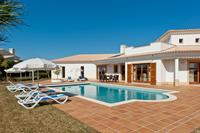 Villa in Portugal, Almaverde: exterior and pool