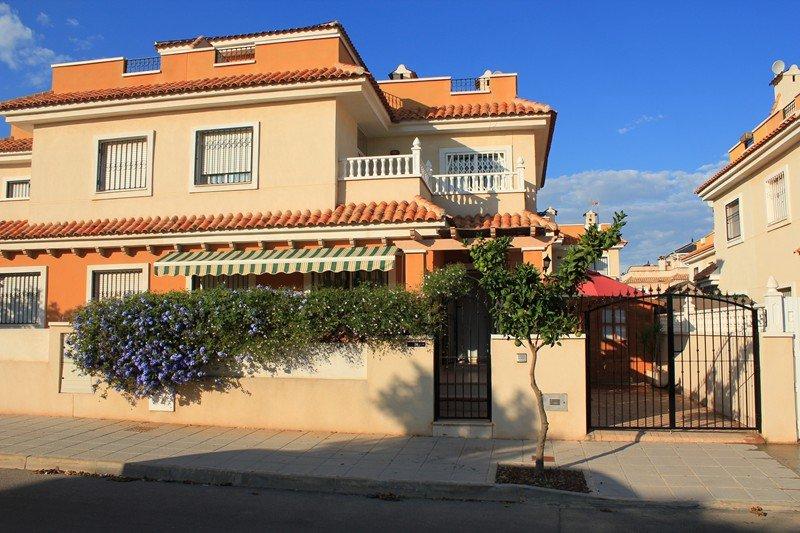 Owners abroad Self catering 3 bedroom Villa, in charming Torre de la Horadada